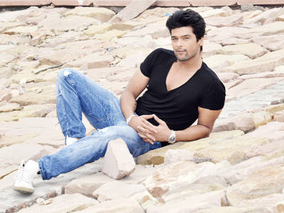 Kushal Tandon Poses During An Exclusive Photo Shoot For Lucknow Times