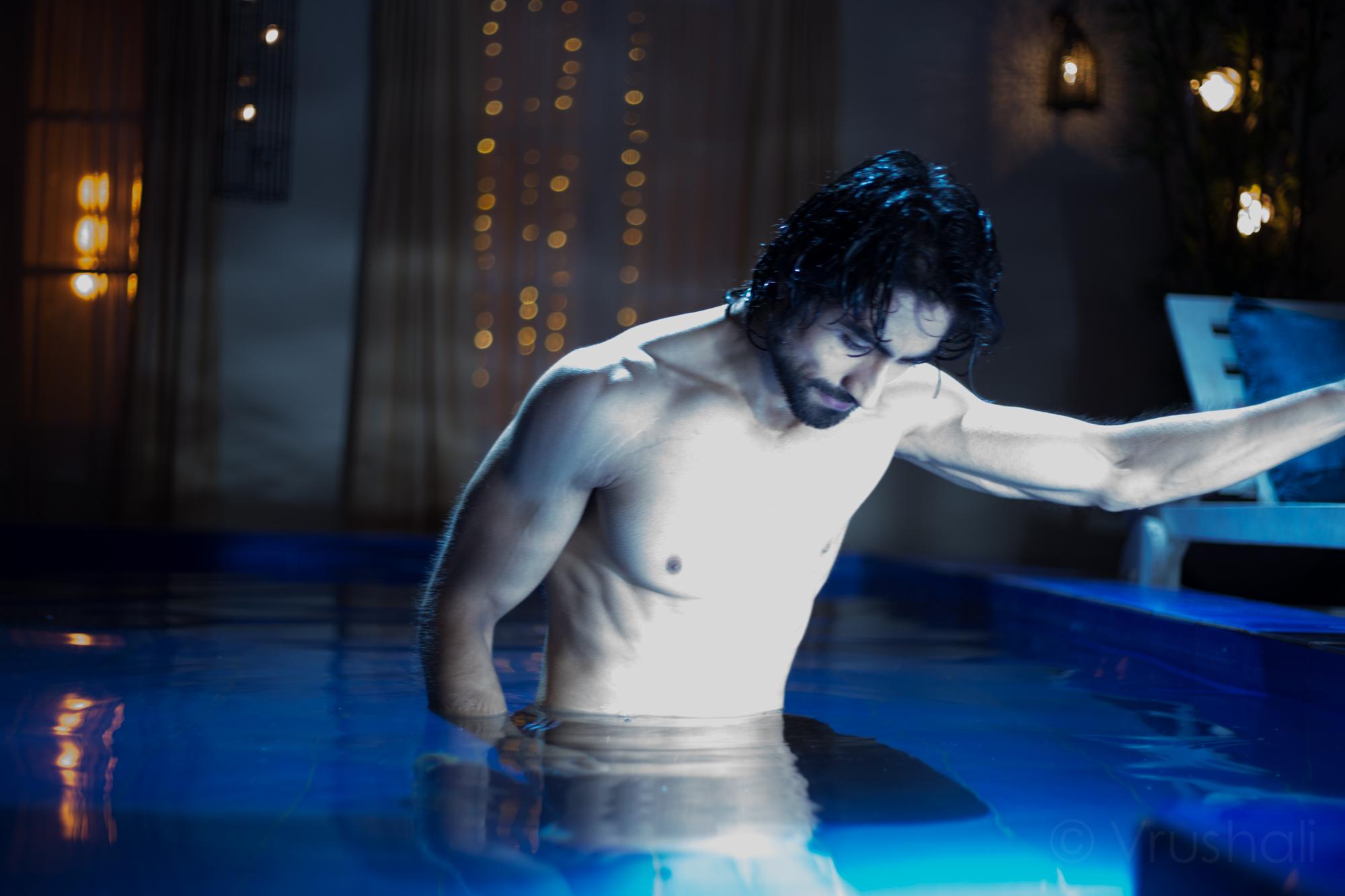 Harshad Chopra goes shirtless on screen for Humsafars