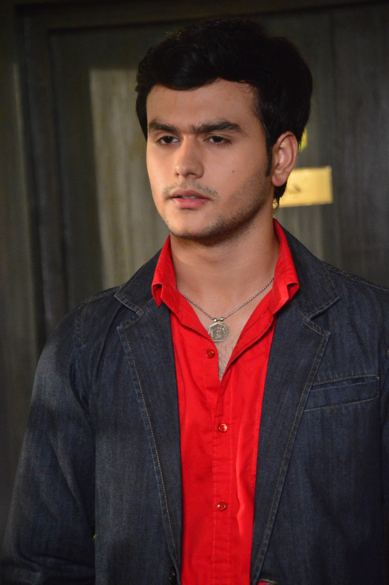 Ankush Arora who plays Kartik in Trishulla productions Yeh Vada Raha on Zee TV talks about his blow hot-blow cold character!